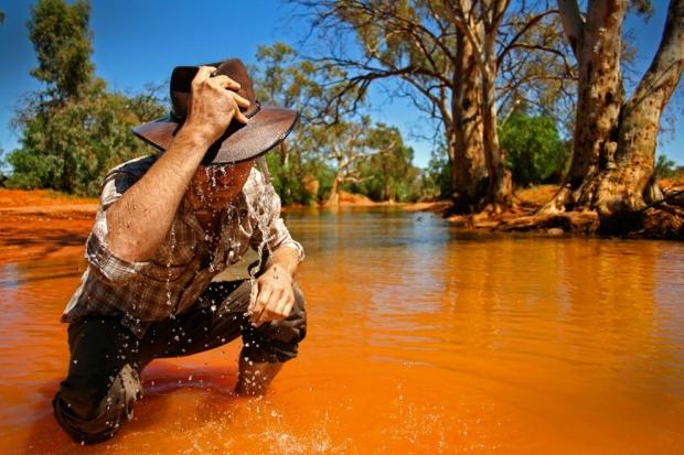 Ρυάκι στην έρημο κοντά στο Μπρόκεν Χιλ στην Αυστραλία