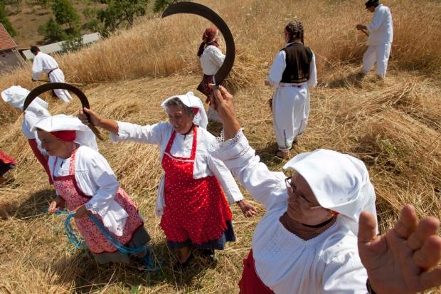 Γυναίκες τραγουδούν στην Βοσνία.