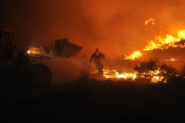 Η μεγάλη πυρκαγιά κοντά στην Καλαμωτή Χίου, στις 19 Αυγούστου 2012. Χιλιάδες μαστιχόδεντρα καταστράφηκαν.